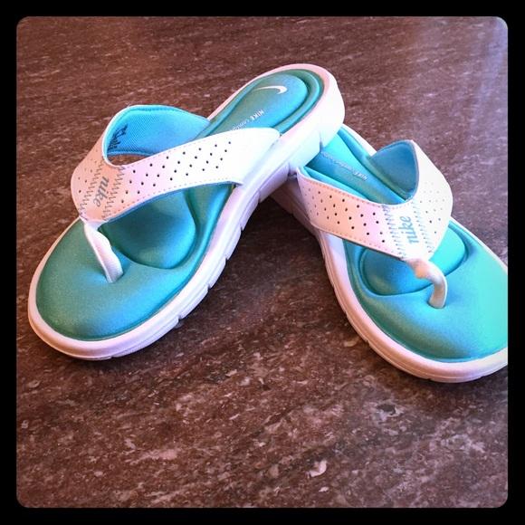 san francisco ec03d 4c2dc Nike Ultra Comfort Women s Sandal. size 7 dv-1S818.  M 5b61d7018158b5ceb919c78d
